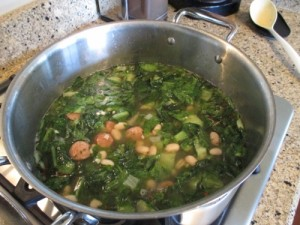 http://learnfromyesterday.com/2014/08/19/escarole-soup-chicken-sausage-navy-beans/